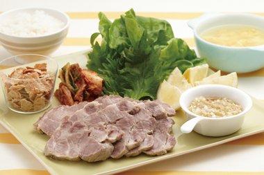 ゆで豚の葉っぱ巻き&卵スープ